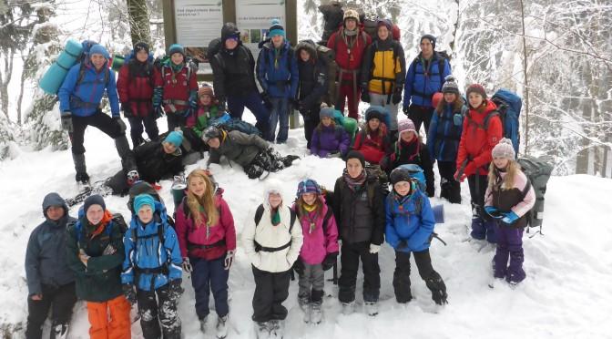 Guides & Späher unterwegs beim Winterwanderlager